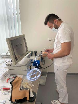 Ortopédi v Šaci si zdokonaľujú chirurgické zručnosti na suchých modeloch