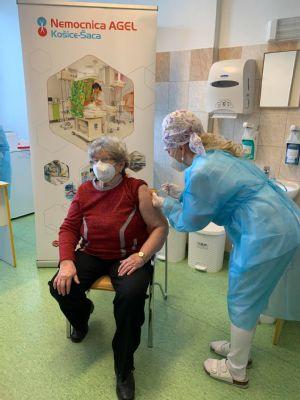 Vo Vakcinačnom centre Nemocnice AGEL Košice-Šaca na  Poliklinike VA U. S. Steel sa spúšťa očkovanie 3. dávkou